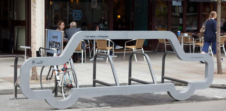 10 fietsen op één parkeerplaats